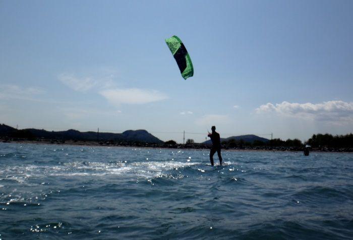 gaining-speed-waterstart-danish-kiteschool-edmkpollensa-kitespot-Mallorca