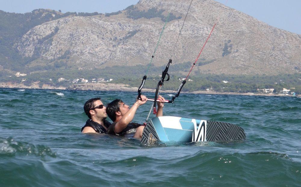 Joseph wird vom Kitelehrer geholfen