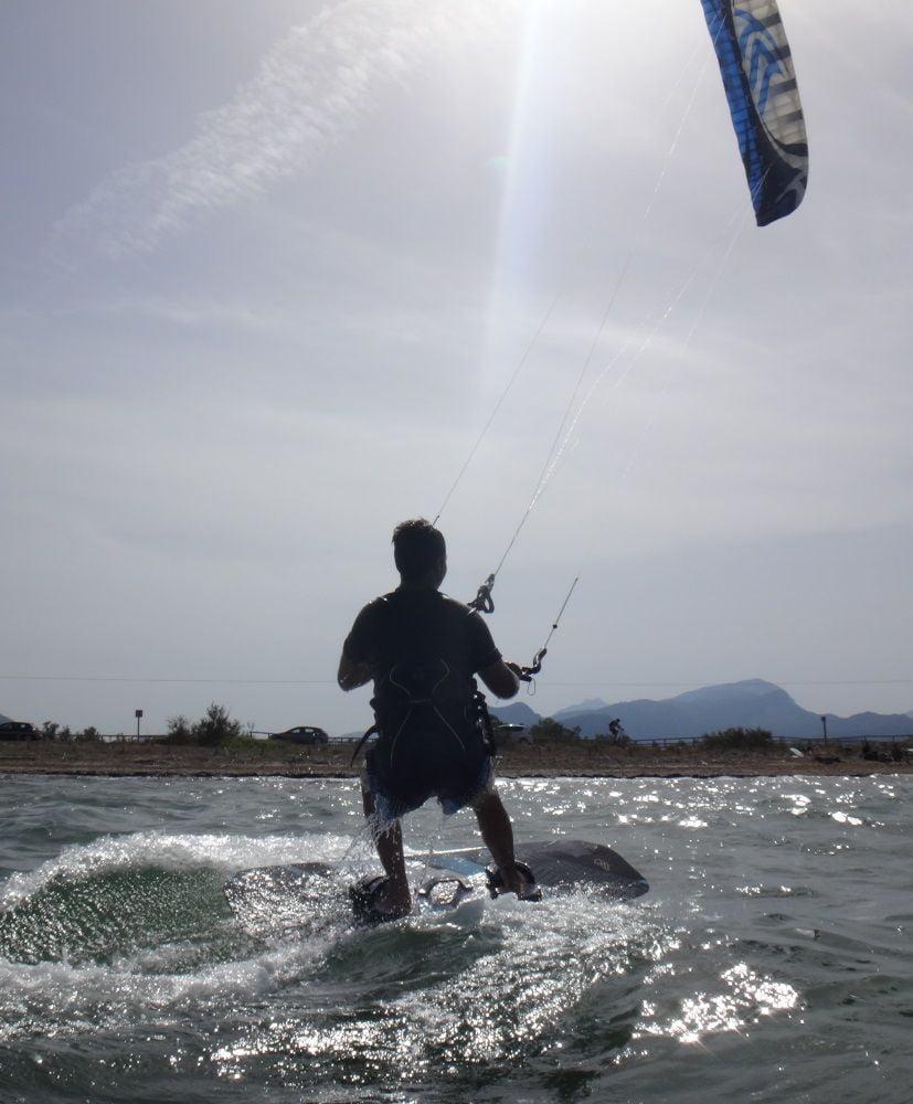 5 Bitte senden Sie den Kite nach vorne und oben … und Kitesurfen