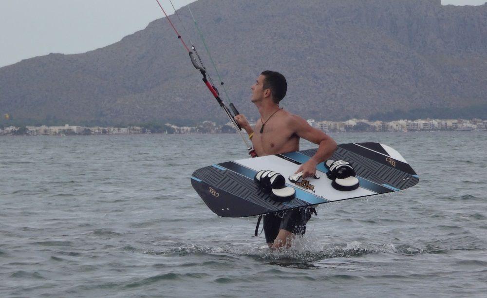 1-kitesurfing-club-Mallorca-Sotero-con-la-XL-Flysurfer