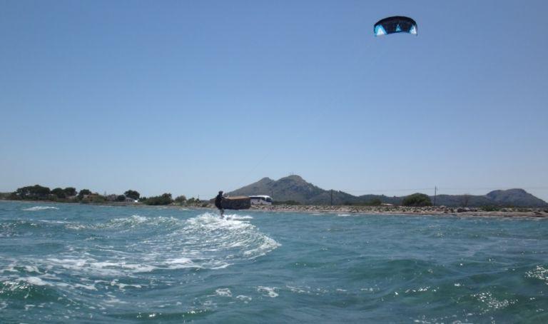 10 kiteschule-kitemallorca-Verein-Aprende-a-Navegar-kiten-lernen-in-Juli-768x461