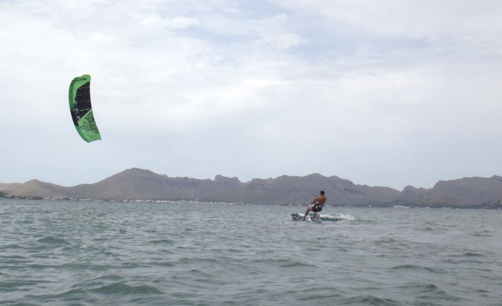 14-Reiten-Back-to-Shore-Kitesurfen-Club-Mallorca-Com-Kurse-Kite-in-Alcudia