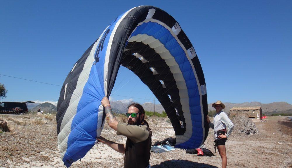 26 - un kite de foil d 13 metros ha hecho posible que ambos nuestros socios se levanten en el kiteboard y naveguen