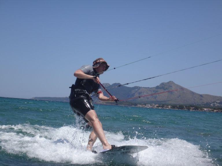 3 flysurfer-kiteboard-XL-Mallorca-kitesurfing-lessons-www-mallorcakiteschool-com