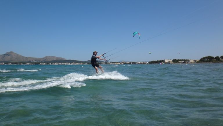 8-full-speed-flysurfer-kiteboard-Mallorca-kiten-lernen-mit-Peak-Sa-Marina-768x435