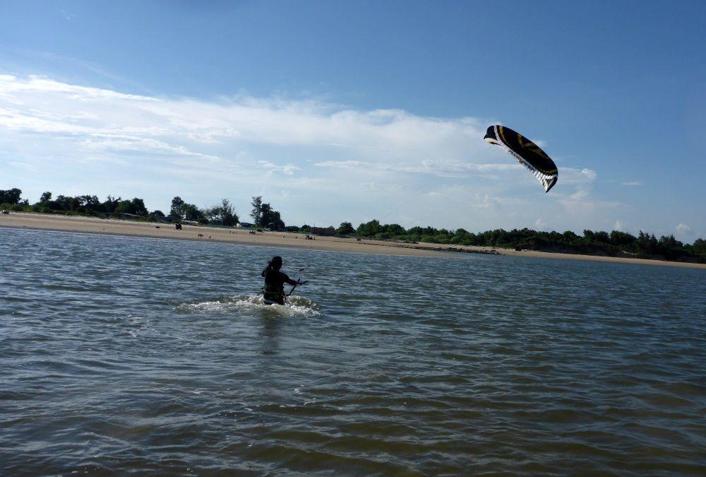 kiteschool-in-Vietnam-lessons-with-Flysurfer-kites Mallorca kiteschool