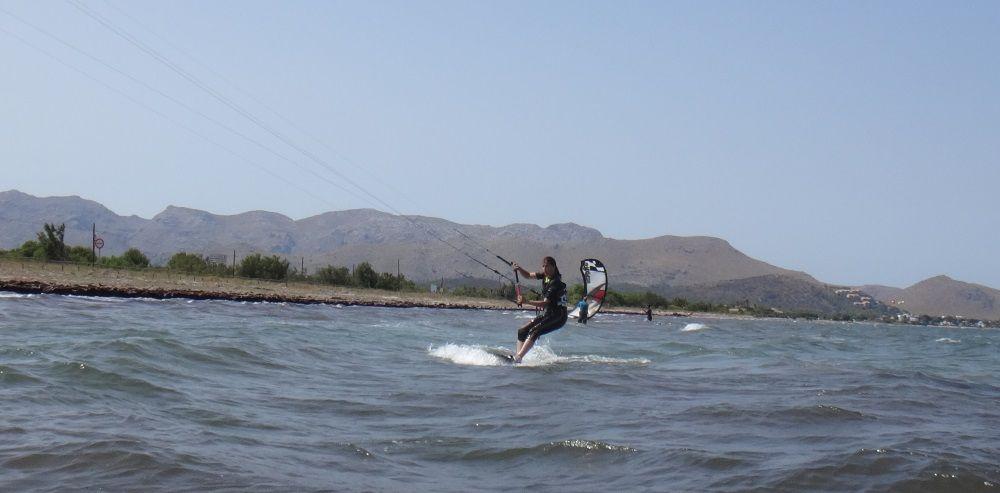 10 clases de kitesurf en la playa del hotel Portbllue club escuela mallorca kiteschool com