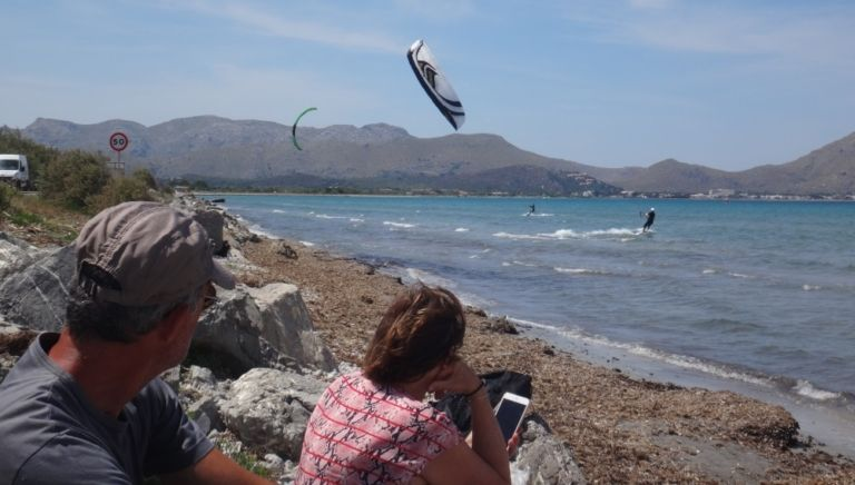 10 watching-the-action-in-the-water-kitesurfing-lessons-Mallorca