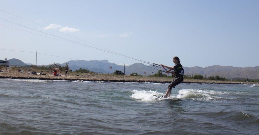 kitesurfing con Flyboard 160x44 y kite Peak 9 mts