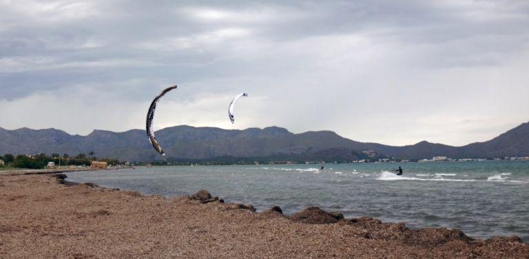 1_kitesurfen_mallorca_www_mallorcakiteschool com viento en España