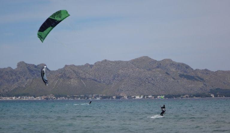 5-Mallorca-kitesurfen-Pollensa-kite-stehrevie kitesurf in mallorca-
