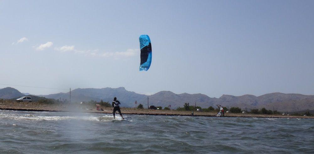 6 - cursos de kitesurfing en Mallorca with Peak kites from Germany