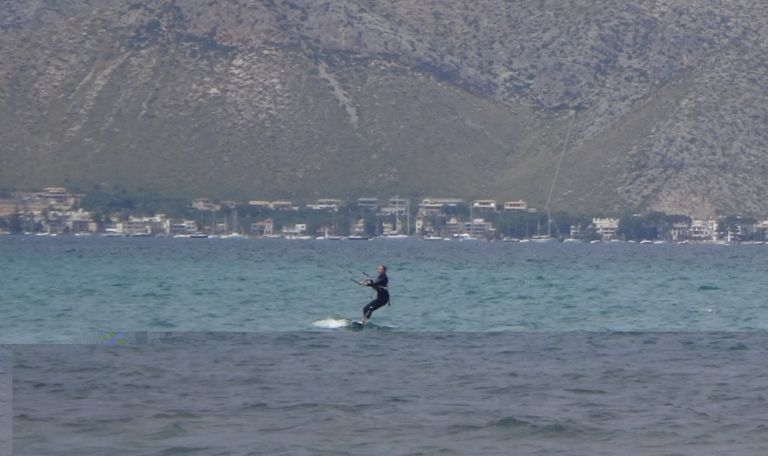 9-Sofie-Flysurfer-kitesurf en-school-wind-auf-mallorca-