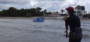 10 cursos de kitesurf en Mallorca relanzando la cometa