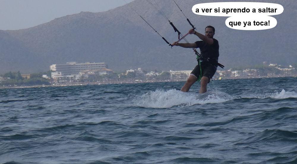 22 cursos de kitesurf en Mallorca - Josep va a saltar